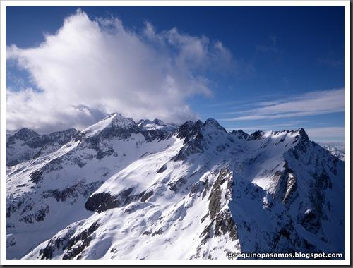 Canal Central SO 200m 50º con esquis (Pico de la Montañeta 2552m, Benasque, Pirineos) (Isra) 3367