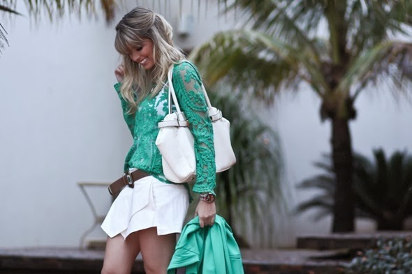 look-do-dia-Full-Store-blusa-guipir-verde-short-saia-bicos-off-white-cinto-étnico-lilly-sarti-inspired-1