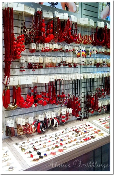 Lovisa red collection