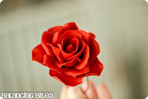 How to make medium and large gum paste roses