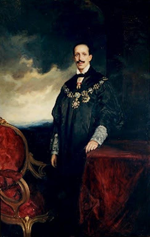 Alfonso XIII con el Collar de la Justicia