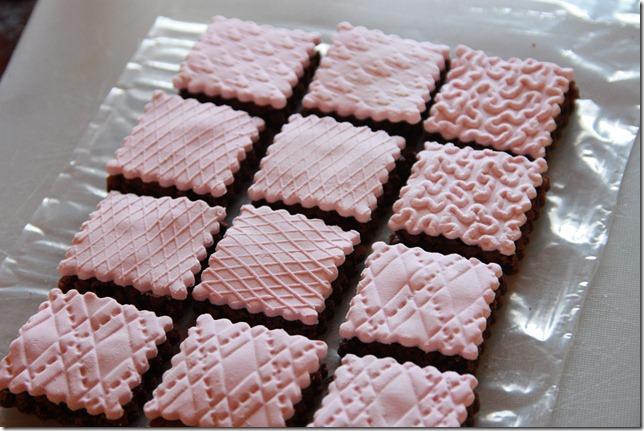 IMG_5722_rosa_brownies_marsipan_browniebiter