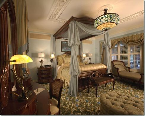 DreamSuiteMasterBedroom1_Disney