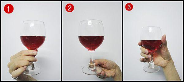 葡萄酒酒杯拿法