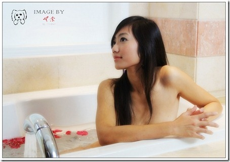 Little Hot Chinese Girl Naked in Studio Shots (14)