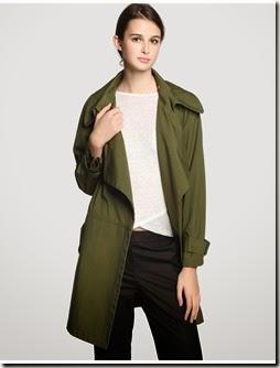 Gabardina color kaki, detalle de trabilla en el puño, dos bolsillos 100% cotton 55€ Tintoretto