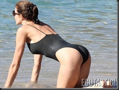 stephanie-seymour-black-swimsuit-in-st-barts-02-900x675