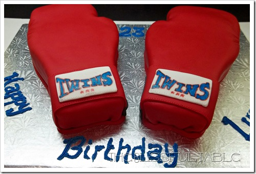 boxing gloves cake 018a