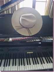 SM-Player Piano & Hat