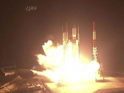 Imagem retirada de vídeo mostra o foguete H-IIB sendo lançado no Japão neste domingo (4) (Foto: JAXA via vídeo/ AP)