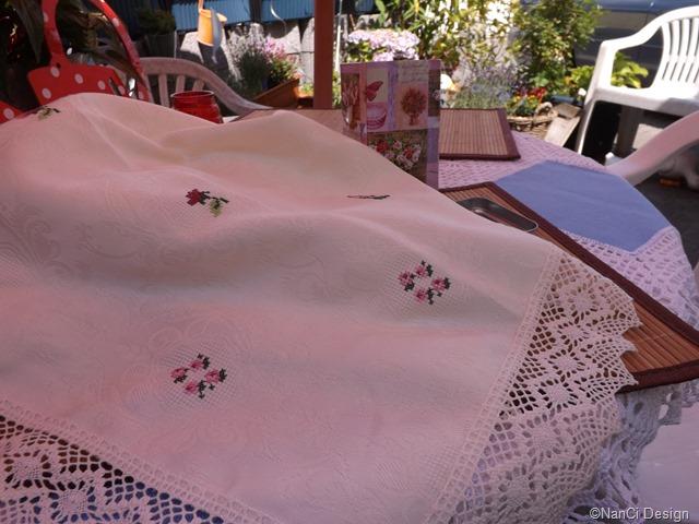 Damastdecke# mit# Rosenblüten