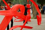 Beijing - Tourbillon de rubans rouges dans le parc du Temple du Ciel