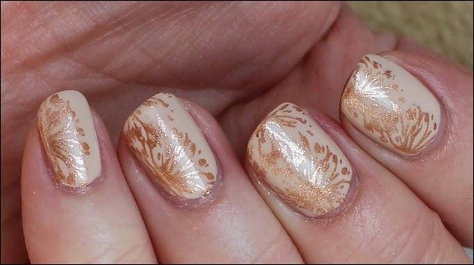 Elegantes Nude Nail Art Design mattiert 4