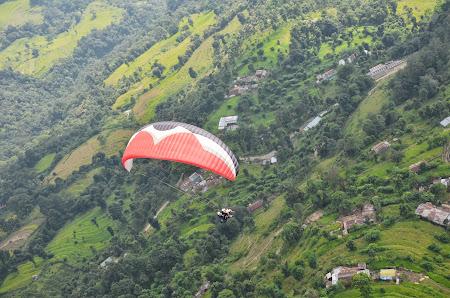 Obiective turistice Nepal: Zbor cu parapanta la Pokhara