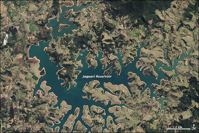 Satellite view of the Jaguari Reservoir in Southeastern Brazil, 16 August 2013. Southeastern Brazil is suffering through one of its worst droughts in decades. The situation is worst near the city of São Paulo (home to about 20 million people) and in São Paulo state. Rainfall totals for the year are 300 to 400 millimeters (12 to 16 inches) below normal, and reservoirs have dwindled to 3 to 5 percent of storage capacity. Photo: Jesse Allen