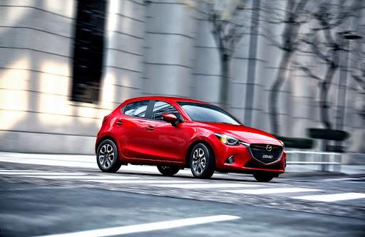 2015-Mazda2-Demio-09.jpg