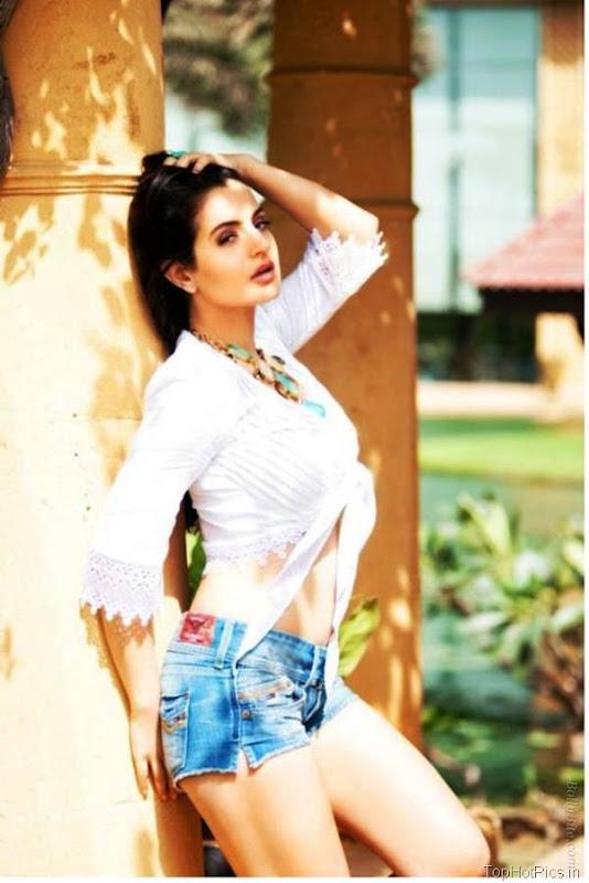 Amisha Patel Latest Hot Pics in Short Jeans 6
