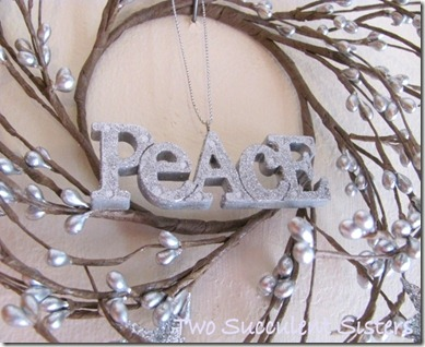 Wreath peacea