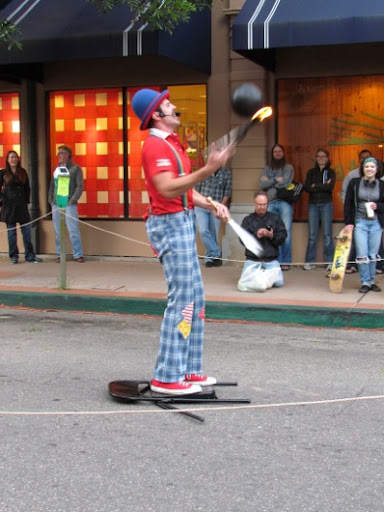 JugglerStreetPerformer-18-2012-03-29-19-58.jpg