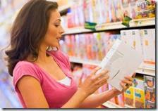 Una donna in un supermercato