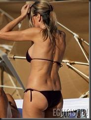 rita-rusic-in-a-purple-bikini-in-miami-04-675x900