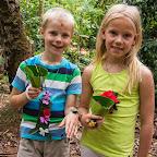 Simon und Elise mit ihren Souvenirs von der Gewürztour. © Foto: Marco Penzel | Outback Afica Erlebnisreisen