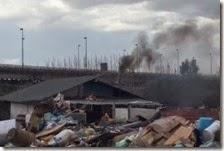 Fumo nocivo da una baracca Rom