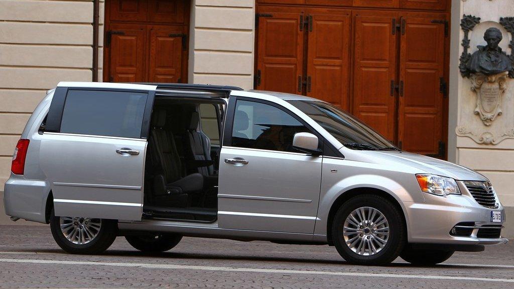 2012-Lancia-Voyager-2.jpg?imgmax=1800