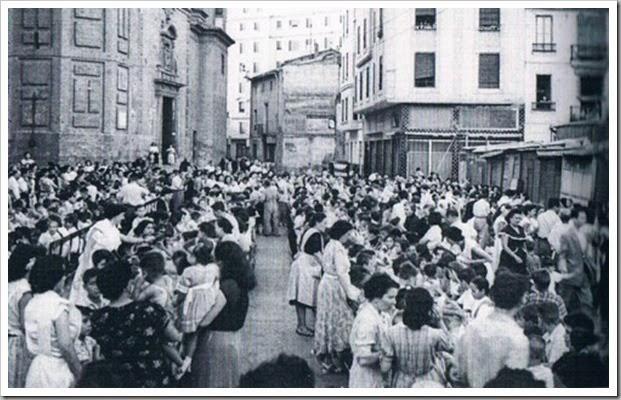 Xocolatà infantil en la plaza de Ruzafa. Años 40 ó 50