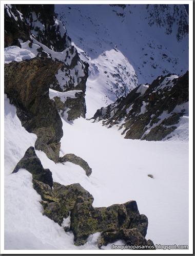 Corredor Noroeste (Izquierda) 300m AD  65º (Pico Serrato 2888m, Pirineos) 7451