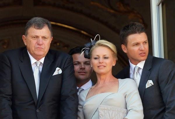 Los padres de Charlene Wittstock, Michael y Lynette, y sus hermanos Sean y Gareth posan en el balcón