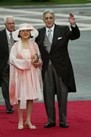 Plácido Domingo junto a su esposa