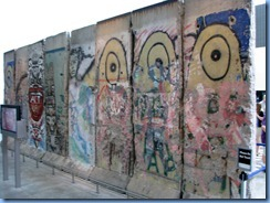 1466 Washington, D.C. - Newseum - Berlin Wall Exhibit - West side of wall