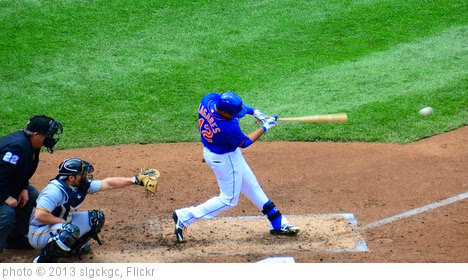'Juan Lagares Connects' photo (c) 2013, slgckgc - license: https://creativecommons.org/licenses/by/2.0/