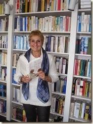 Foto mit dem Buch im Verlag 005