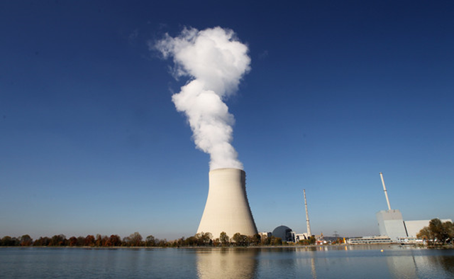 The Nuclear Power Plant 'Isar 2' (L) and 'Isar 1' are pictured next to the river Isar on 12 October 2010 in Essenbach near Landshut, Germany. Photo: Alexandra Beier / Getty Images Europe