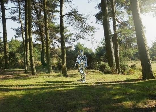 Carl O Robô espelho solitário 03