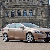2013-Volvo-V40-New-21.jpg