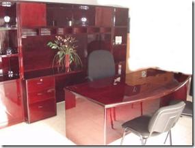 Escritorio de madera para oficinas decoracion de for Escritorios de madera para oficina