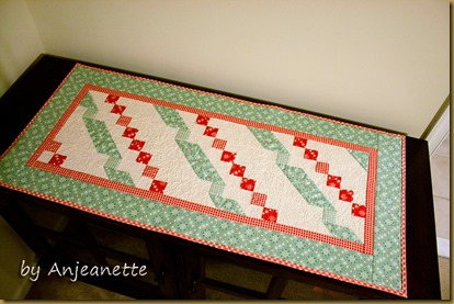 Twisted Ribbon Table Runner 18