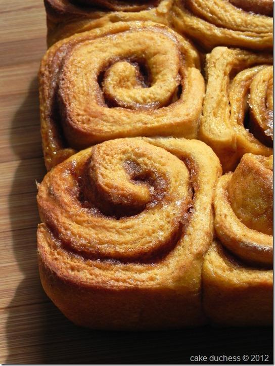 pumpkin-cinnamon-rolls-3