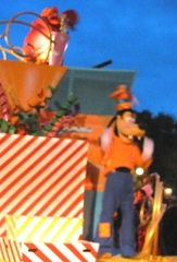 Disney trip Goofy on float