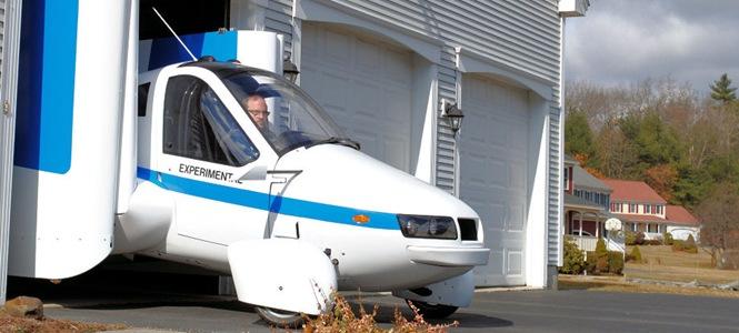 Mobil Terbang Keluar Garasi