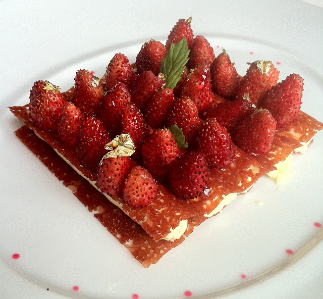 Crispy Waffle Filled with Almond Milk Cream, Wild Strawberries Laurent 6 11