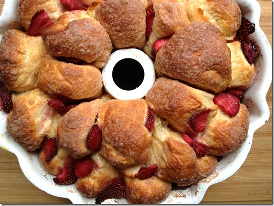 strawberry-monkey-bread-twelve-loaves-4