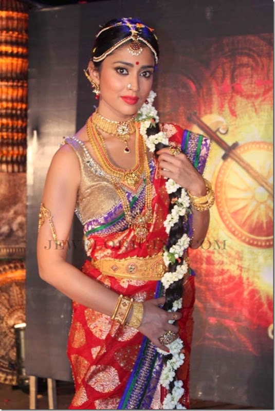 shriya_saran_traditional_Jewellery (1)