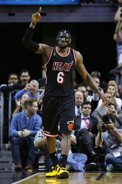 lebron james nba 140228 mia at nyk 03 LeBron Goes #BaneJames on the Knicks in Carbon Fiber Mask