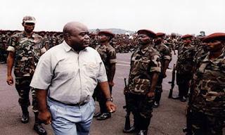 Feu Laurent-Désiré Kabila, lors d'un passage en revue des troupes. Photo congoindependant.com (archives)