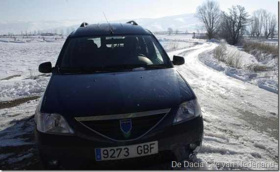 Dacia in de sneeuw 02