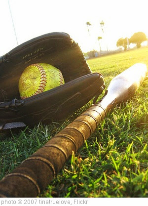 'softball' photo (c) 2007, tinatruelove - license: https://creativecommons.org/licenses/by-nd/2.0/